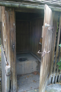 outhouse-231367_1280